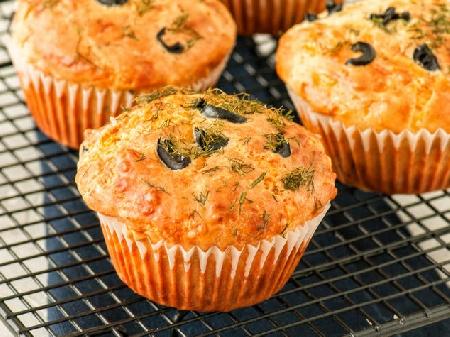 Солени мъфини с черни или зелени маслини - снимка на рецептата
